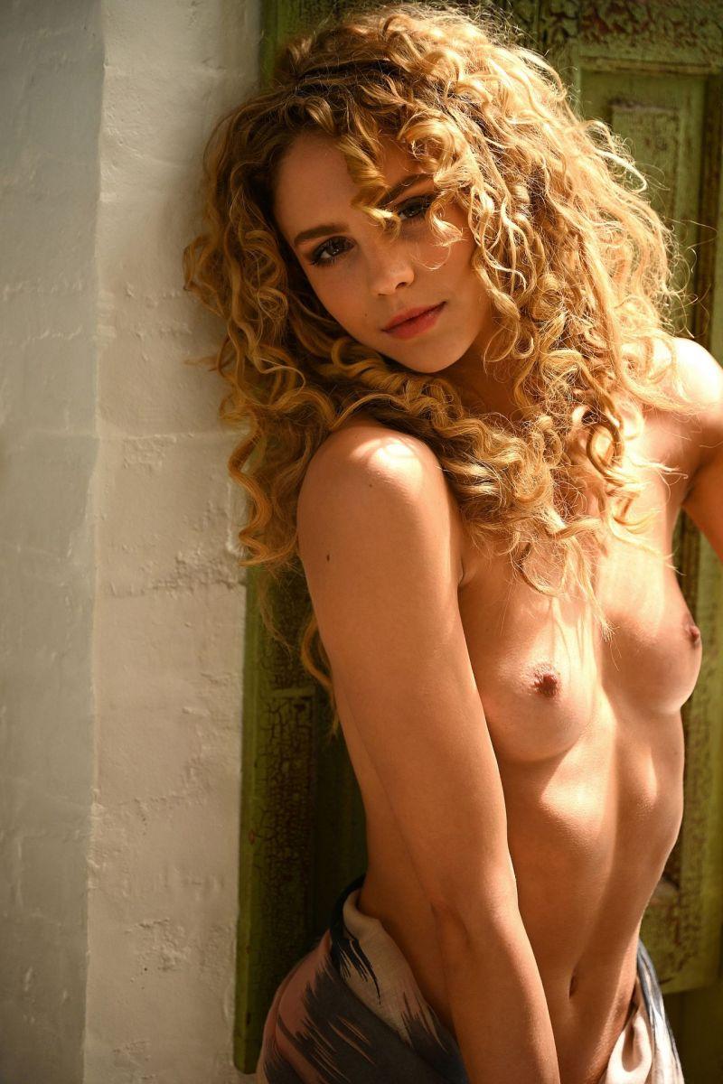Lauren Molina  nackt
