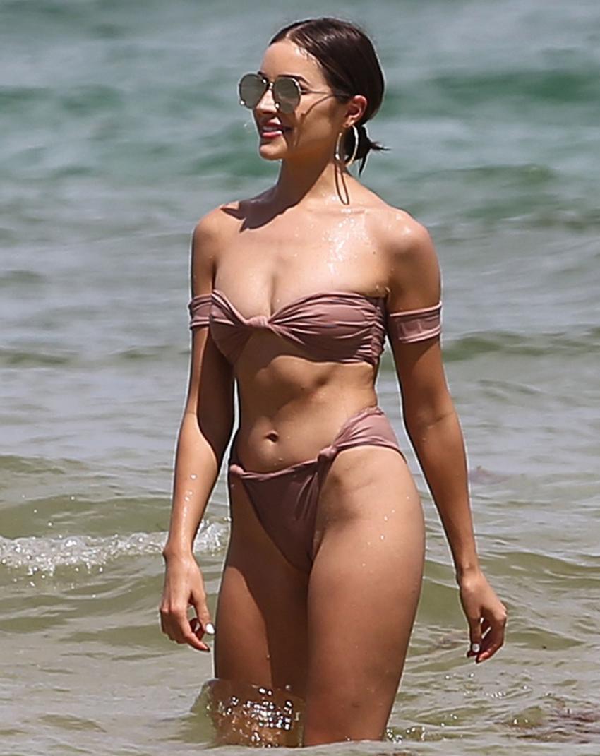 Olivia Culpo in a sexy bikini - Fappenist