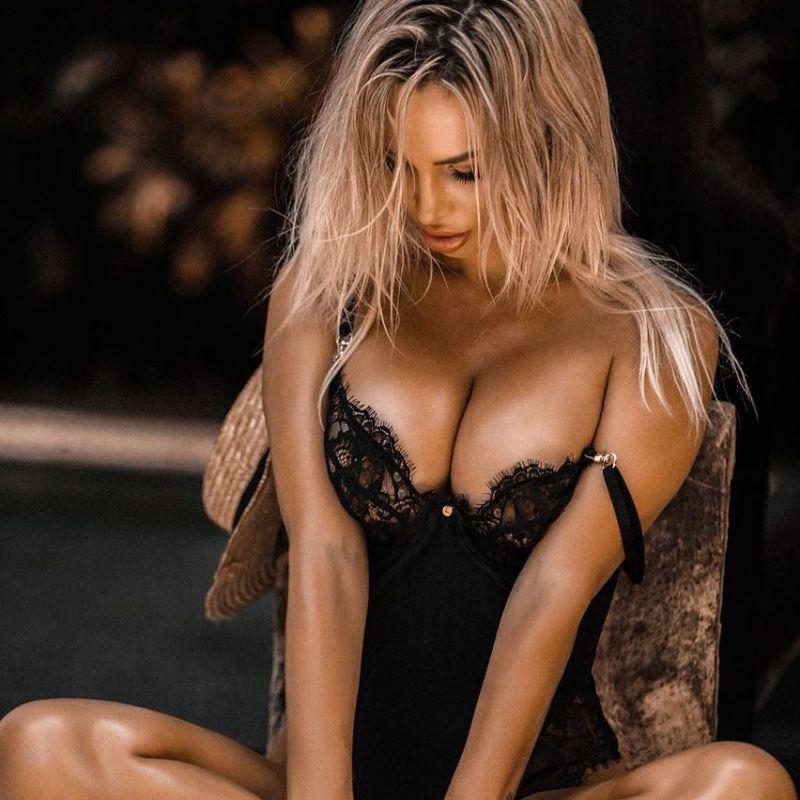 60 Hottest Busty Girls - Barnorama