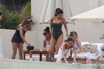 Selena Gomez new bathing suit paparazzi photos