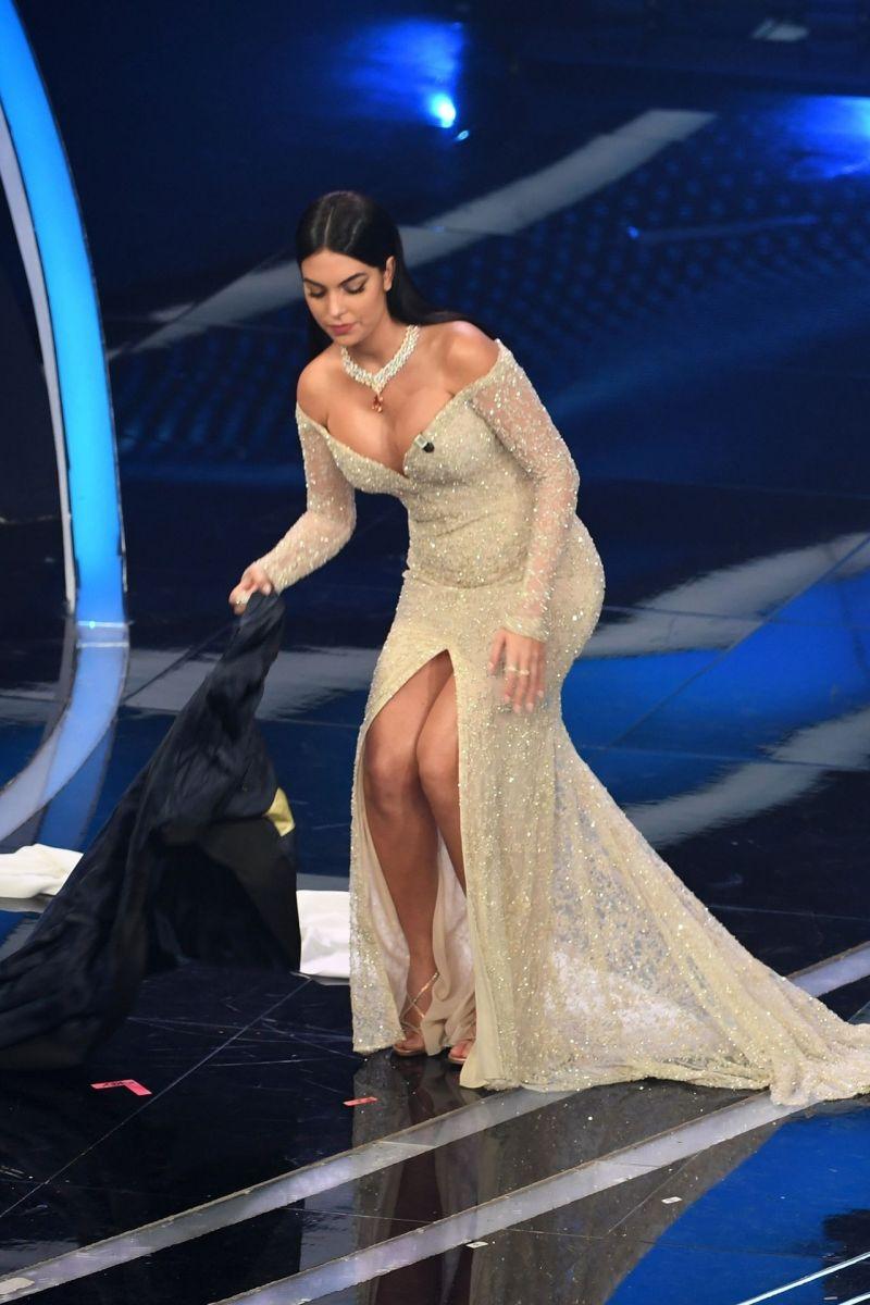Rodriguez nude georgina Gina Rodriguez