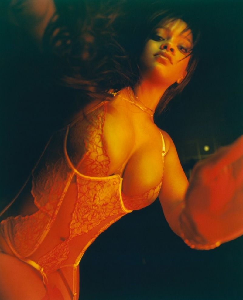Rihanna sexy lingerie photo shoot