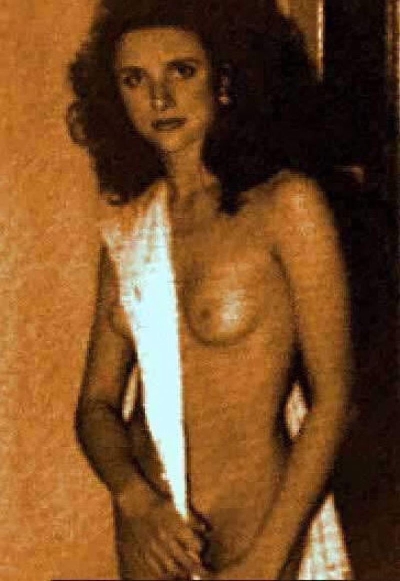 Naked dreyfus julia louis Julia Louis