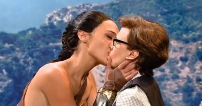 Kate McKinnon and Gal Gadot Lesbian Kiss