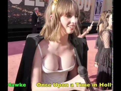 Maya Hawke Boobs