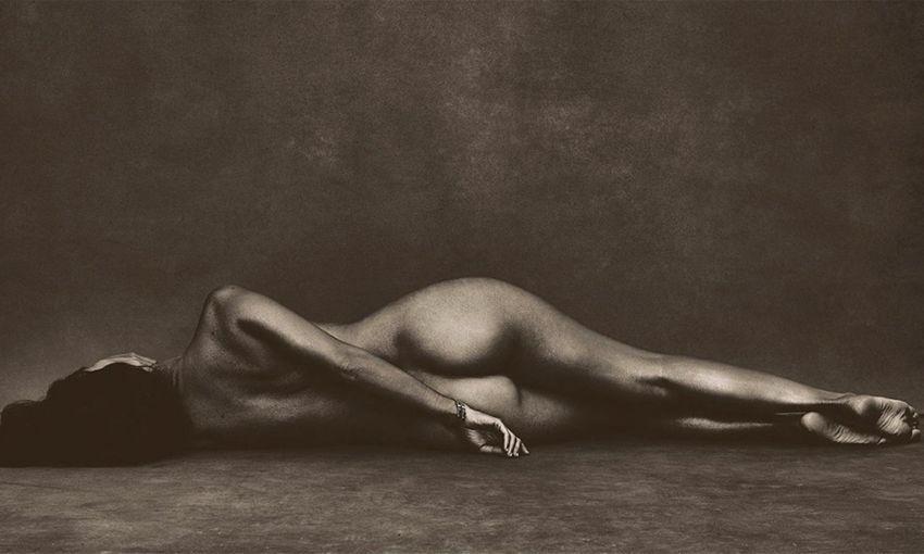Kourtney Kardashian Naked In Teaser Photo As Khloe Confronts Scott Disick