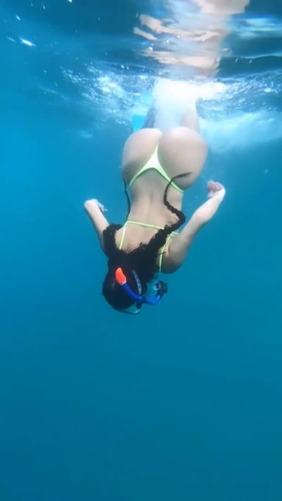 Demi Rose Sexy Ass Under Water Video